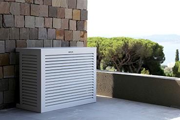 cacher la clim sur la terrasse ou le balcon
